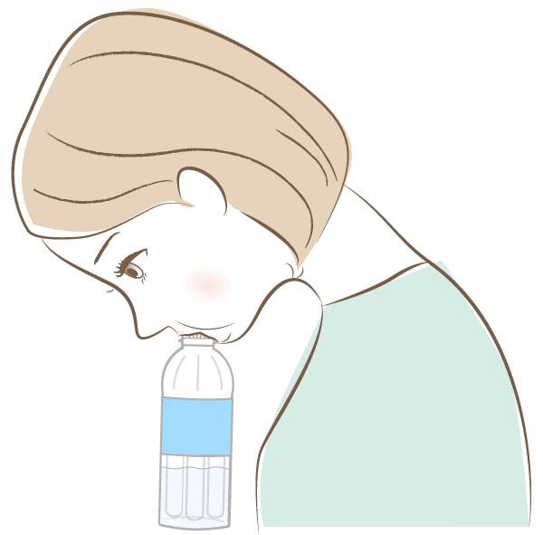 たるみ予防のためにペットボトルを口に加えた女性のイラスト